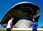Davis Cup Kapitaen Patrik Kuehnen und Spieler Philipp Kohlschreiber spielen Tennis vor dem BMW Welt Gebaeude,.Photo: Juergen Hasenkopf