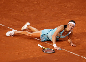Porsche Cup 2011 in Stuttgart, internationales WTA Damen Tennis Turnier, Porsche Arena, Einzel Finale,Siegerin Julia Goerges(GER) jubelt nach ihrem Sieg, wirft sich auf den Boden, laesst sich fallen,.Emotion, Jubel,