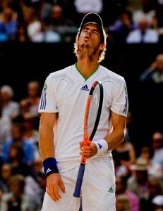 Wimbledon Championships 2011, AELTC,London,.ITF Grand Slam Tennis Tournament . Andy Murray (GBR) reagiert veraergert,Frust,Aerger,Emotion,.Einzelbild,Halbkoerper,Hochformat,